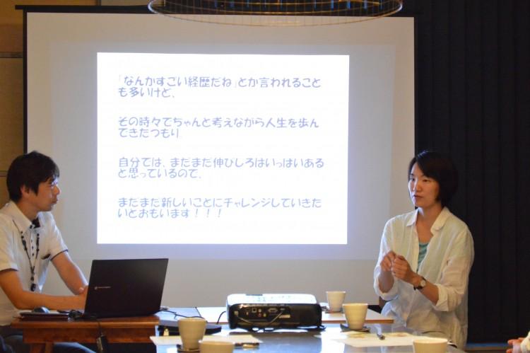 ゲストの斎藤美佳子さん(右)とコーディネーターの田澤謙吾さん