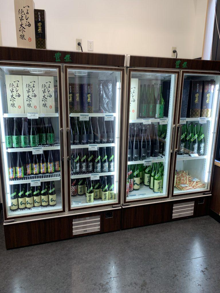 三浦酒造直売所の冷蔵ケース