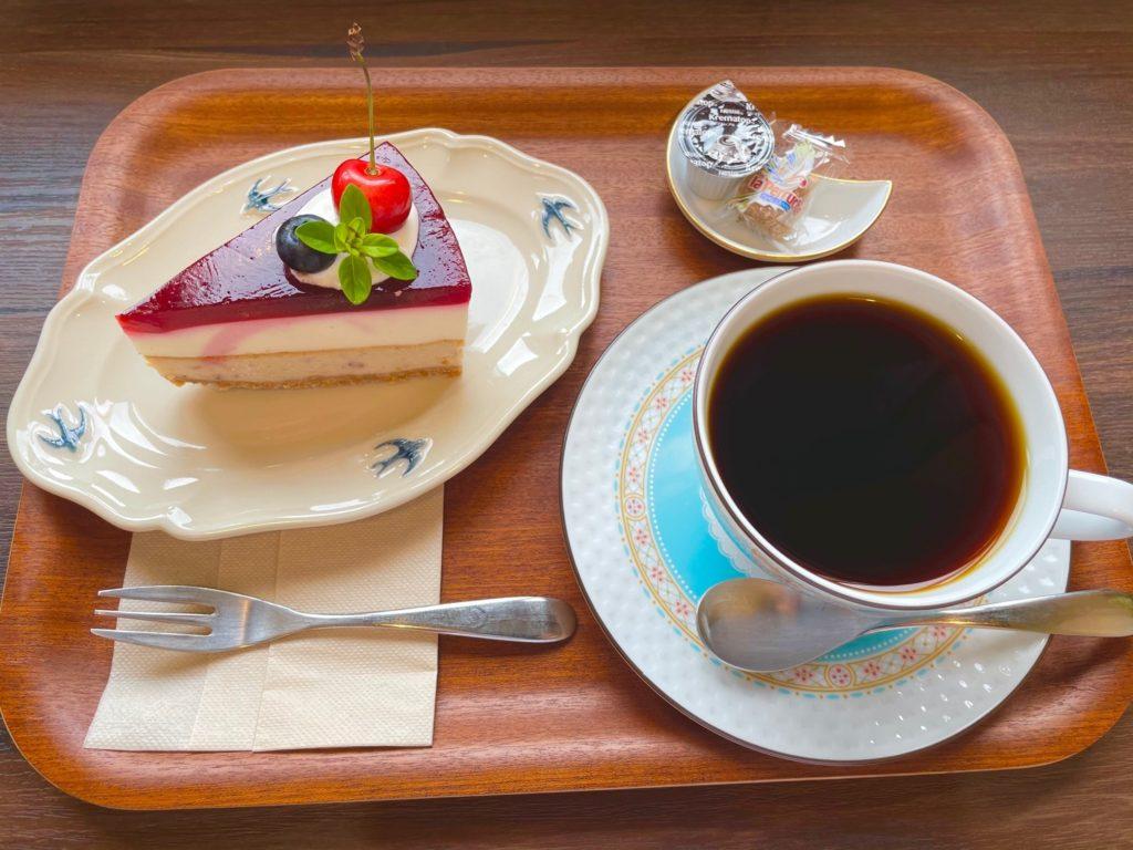 ブレンドコーヒーとベリーのダブルチーズケーキ