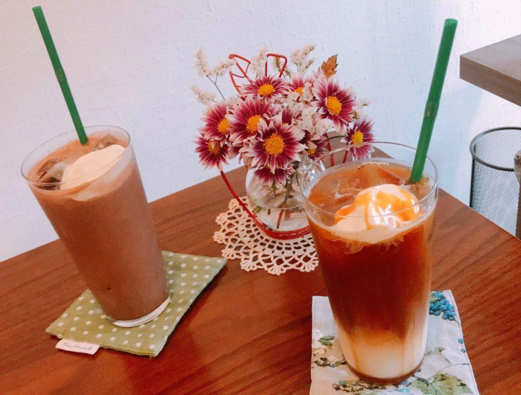 カフェラテとアイスココア